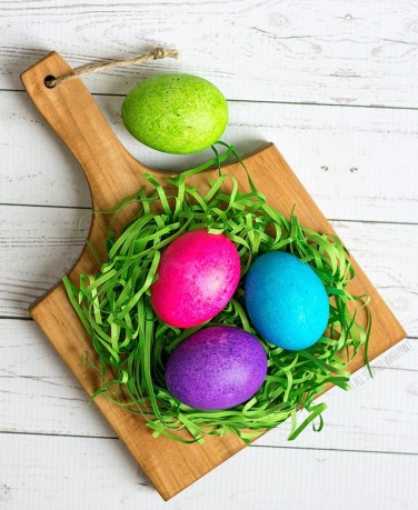 color-easter-eggs-with-rice-and-food-coloring-11-of-21-2_thumb