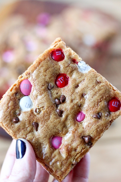 valentines-day-mms-cookie-bars-6
